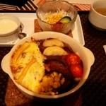 丘の宿 こえる - 美瑛カレーうどん<焼き麺>セット950円