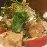 かえるの九八郎 - 鶏と豆腐のサラダ