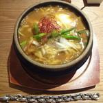 とり田 - スパイス薫る鍋焼きカレーうどん(\950)