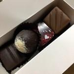 軽井沢チョコレート館 - 丸いチョコレートからキャラメルとろ〜り!