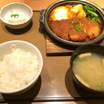 やよい軒 - 2016/1/9 ディナーで利用。 味噌カツ煮定食(760円)。 みそ味はかなり濃いめです(=゚ω゚)ノ