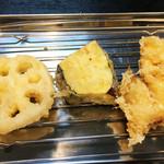天ぷら定食 ながお - 野菜の天ぷらも次々にやってきます。       レンコン・ナス・玉ねぎ。