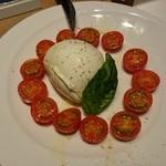 Trattoria&Pizzeria LOGIC - ○モッツァレラチーズのカプレーゼ 1,480円