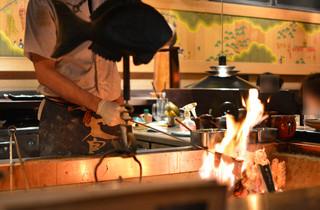 蔵の庄 一番町本店 - 熱気が伝わってくる囲炉裏