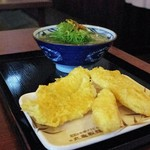 丸亀製麺 - かけうどんと黄金かれい天とイカ天とれんこん天