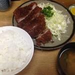 かつ善 - とんかつ定食(800円)