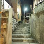 VINO NAKADA - この階段の右手前にある。