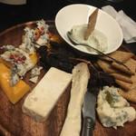 VINO NAKADA - チーズ盛り。