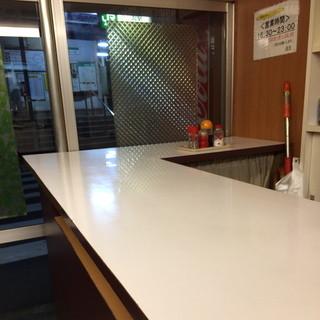 浜川崎商店 - 店内カウンター2016年1月