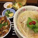 ベトナム料理コムゴン - フーイテウランチ 930円