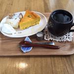 46313637 - ケーキセット(宿儺かぼちゃのチーズケーキ、ブレンドコーヒー)