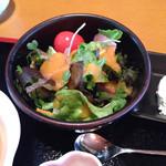 お食事処 たちばな - サラダ フルーツの酸味を生かした自家製ドレッシング