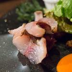 クードクール - イサキの炙り、紫白菜のマリネ