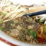 太華園 - スープの表情 強めの醤油味は酸味さえ美味しい