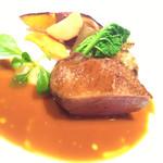 レ・セレブリテ - カモのお肉 柑橘系のソースで美味しかったデス。