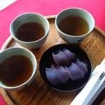 赤福 本店 - お茶は人数分もらえます