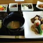 美先 - 国産牛重ね焼き~京野菜を添えて~