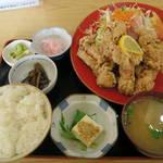 丸金食堂 - 鳥のから揚げ定食950円