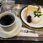 オーストリッヒカフェ  ウィーン - バニラシフォンケーキのヤムゼ (ブレンド)