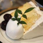 オーストリッヒカフェ  ウィーン - バニラシフォンケーキのヤムゼ