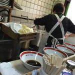 天神そば - 天神そば(岡山県岡山市北区天神町)厨房