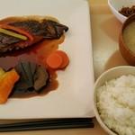 キッチンカズ - ランチのマコガレイのバター醤油