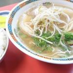 中華そば いもお - 料理写真:肉入り大とライス中