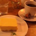 46328648 - H27/2チーズケーキ、ブレンドコーヒー