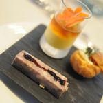 カリフォルニア テーブル - 通常利用外...グージェール キャビア。徳島県産の甘い人参のムース 烏賊 コンソメゼリー。阿波の金時豚のパテ・ド・カンパーニュ バトン仕立て