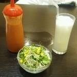 NIMTA - ランチセットのサラダとラッシー