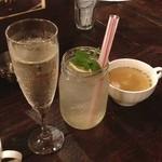椿堂 BaRu - シャンパン 白サングリア  お通しのスープ