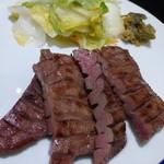 牛たん炭焼 利久 - メインの牛タン(ハーフ)