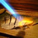はたけん家 とかちまる - 炙り〆鯖 目の前で豪快にバーナーで炙ります。お店でしめているからおいしい!!