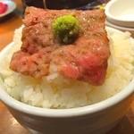 房家 - ごはんの上でお肉をかるべが華麗にトリプルバウンド→パクリ!