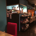 CAFE OPAL - カウンター席もあります。