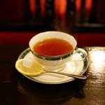 築地 - ウイスキー紅茶。