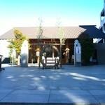 神楽坂菓寮 - 近くの赤城神社です