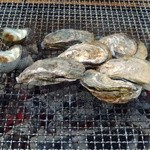 海辺のほったて小屋 - 焼き牡蠣とサザエ