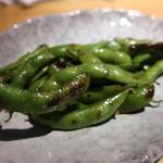 Bistro Teppan Jai faim - 焼き枝豆 焦がしバター醤油で(430円)