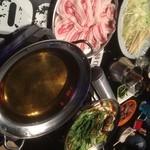 バーリテュード666 - 2時間飲み放題付の選べる3種の鍋コースはなんと1人4,320円^ ^