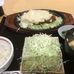 まる兵衛 - チーズたっぷりロースかつ定食¥1180☆