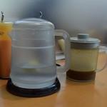 フライ工房 妙樹 - レモン水とソース