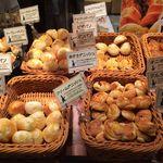 46338711 - パンの種類豊富
