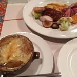 レストラン 半文居 - オニオングラタンスープ