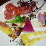 46343584 - 旬野菜とパルマ産生ハムのひと皿