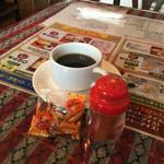 46344880 - コーヒーにおつまみとレッドペッパー