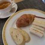 レストラン コンチネンタル - バゲット クロワッサン サンドイッチ