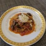 レストラン コンチネンタル - オリーブとケッパー入りトマトソースパスタ