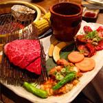 肉の入江 - 左側から時計回りに、ランプステーキ、壺漬けハラミ、ハラミ、アカセン