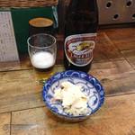 弁慶  - 中瓶ビール480円と席料(お通し)150円